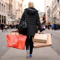 Shoppers tempted by winter sales